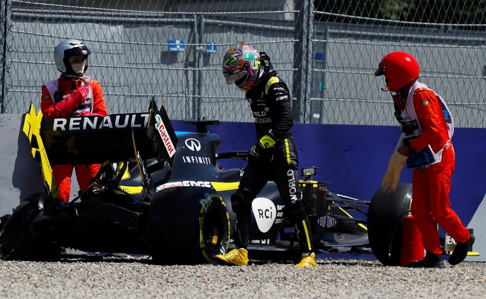 Renault's Daniel Ricciardo walks away after crashing during practice in Spielberg, Austria July 10, 2020. ― Reuters pic