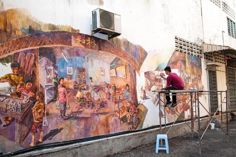 From culture to forgotten traditional games, mural artist Eric Lai will now embark on drawing to tackle the issue of helping special children. — Picture via Facebook