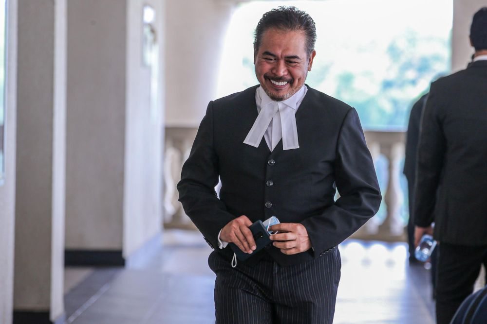 Lawyer Rosli Dahlan is pictured at the Kuala Lumpur High Court July 9, 2020. — Picture by Hari Anggara