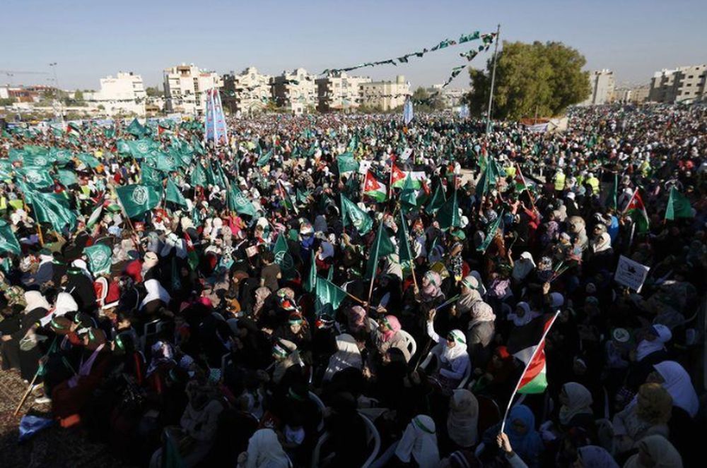 Supporters of the Jordanian Muslim Brotherhood wave Jordanian, Palestinian and Islamic flags, as they shout slogans during a rally in support of Palestinians in Gaza, in Amman August 8, 2014. — Reuters pic