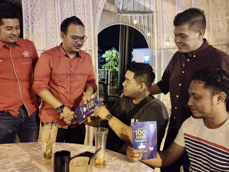 Pasir Gudang Bersatu division chief Mohd Khairulfadhlan Mohd Dzurri (2nd left) together with the division's committee members after a meeting in Johor July 12, 2020. — Picture courtesy of the Pasir Gudang Parti Pribumi Bersatu Malaysia