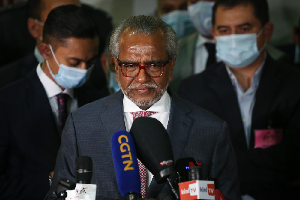 Lawyer Tan Sri Muhammad Shafee Abdullah speaks to reporters at the Kuala Lumpur High Court lobby July 28, 2020. — Picture by Yusof Mat Isa
