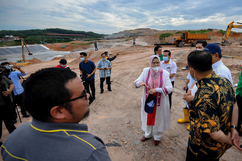 Minister of Housing and Local Government Zuraida Kamaruddin during her visit to the Sungai Udang sanitary landfill in Melaka July 3, 2020. — Bernama pic