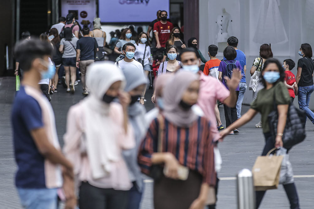 Dr Lee said the government decision to leave the enforcement of the law on face masks to the discretion of the police was 'fundamentally wrong'. — Picture by Hari Anggara