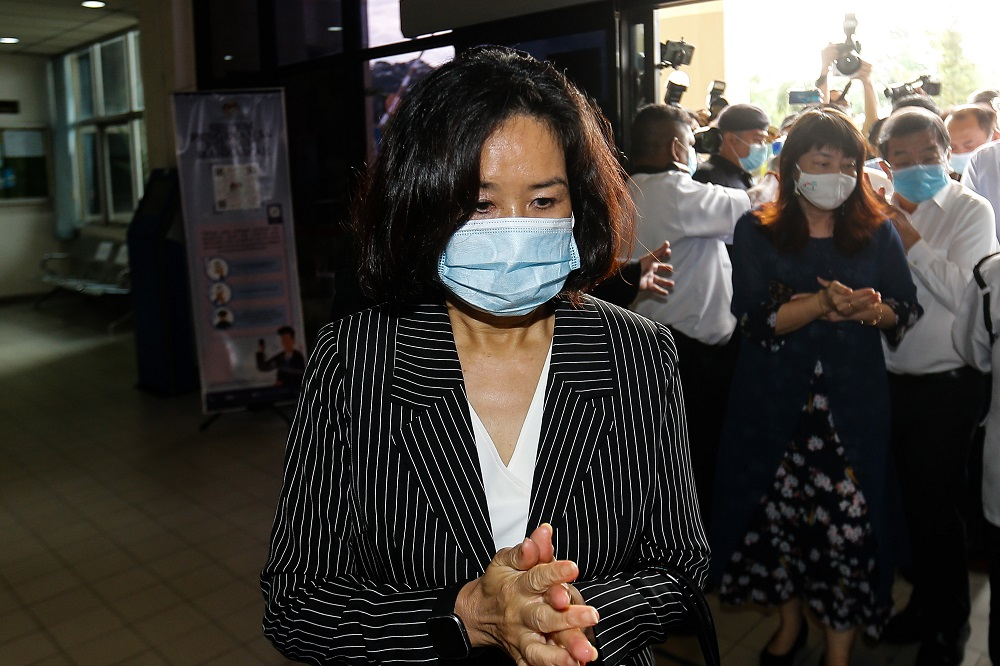 Lim Guan Eng's wife, Betty Chew, arrives at the Butterworth courthouse August 11, 2020. — Picture by Sayuti Zainudin