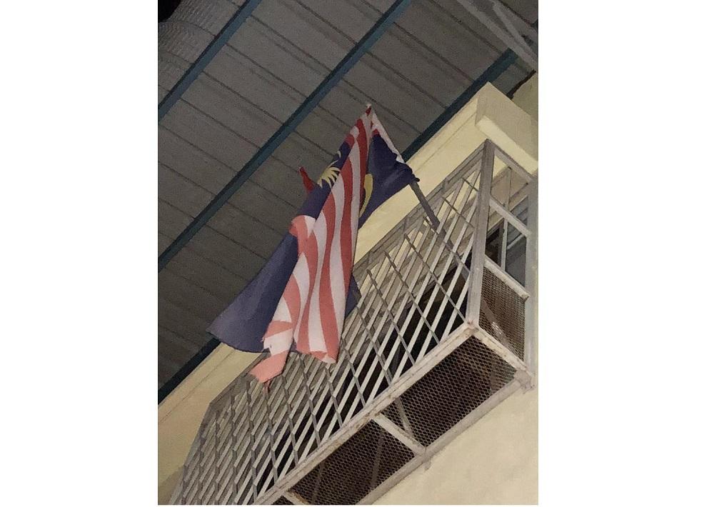 The Jalur Gemilang being flown upside down at the restaurant along Jalan Lee Ah Leng in Taman Nasib, Kluang. — Picture courtesy of the Johor Police