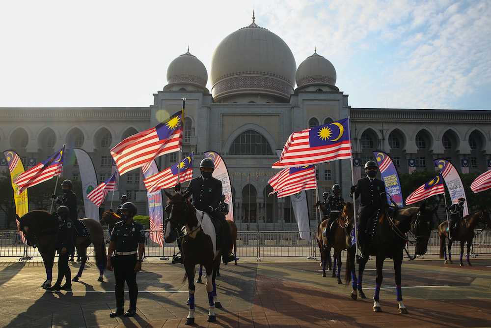 Emir Research said that a study conducted recently showed slightly more than half of Malaysians (53 per cent) have faith that the PN government has the ability to solve national problems. — Picture by Yusof Mat Isa