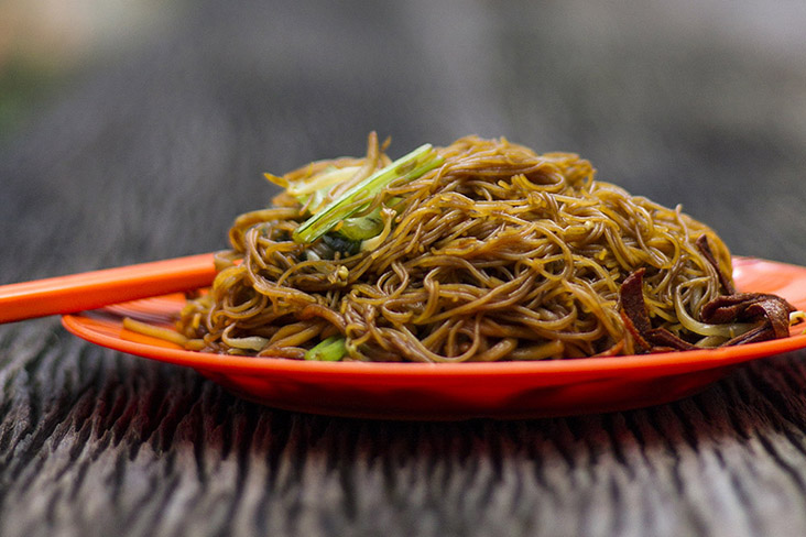 Enjoy a plate of 'char toong fun' (fried glass noodles) quickly before it gets cold