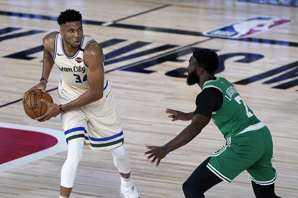 Milwaukee Bucks' Giannis Antetokounmpo (34) looks to pass around Boston Celtics' Jaylen Brown (7) during the first half of an NBA basketball game in Lake Buena Vista July 31, 2020. ― Ashley Landis/Pool Photo via USA TODAY Sports/Reuters pic