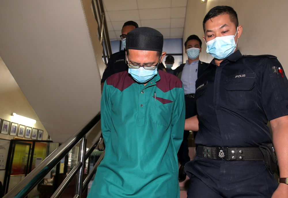 Civil servant Roslan Al Sidek Sulaiman is pictured at the Ipoh Sessions Court August 3, 2020. — Picture by Farhan Najib