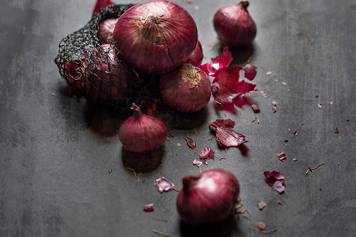 Using red onions rather than white onions will impart more flavour to our broth.