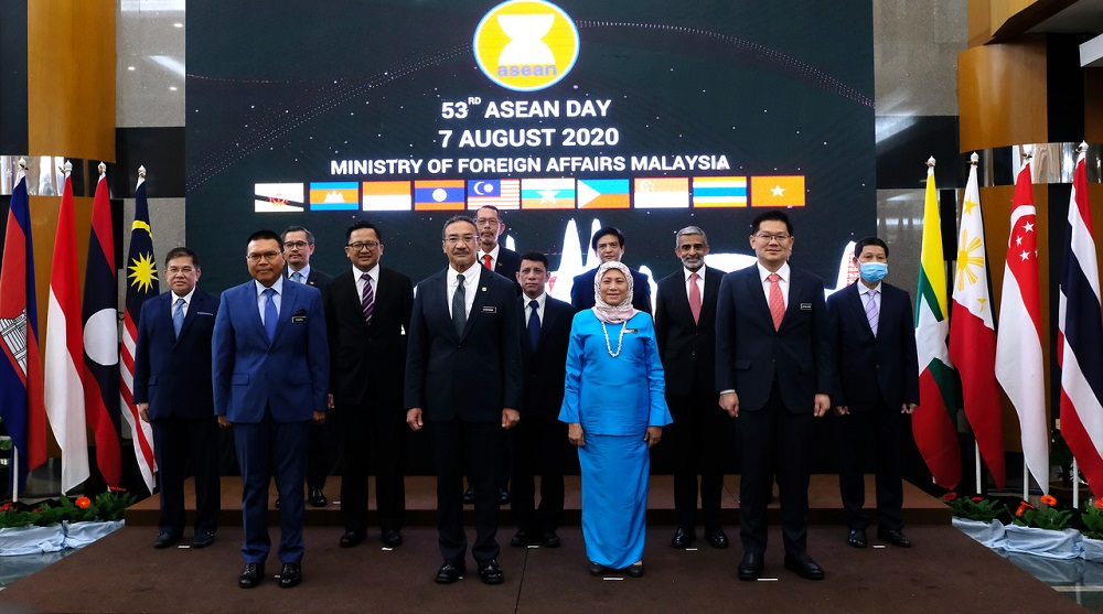 Foreign Ministry secretary-general Datuk Seri Muhammad Shahrul Ikram Yaakob (front, left) said the SOPs for reciprocal green lanes would need to be fine-tuned. ― Bernama pic