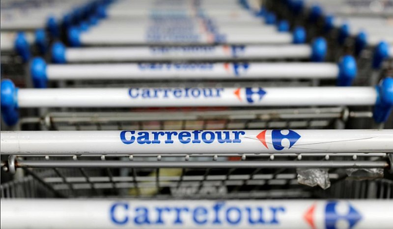 Earlier yesterday, France ruled out any sale of grocer Carrefour on food security grounds, prompting the Canadian firm and its allies to mount a last-ditch attempt to salvage the deal. — Reuters pic