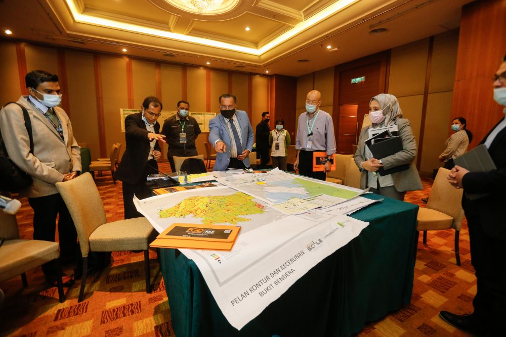 Penang exco Jagdeep Singh Deo (centre) looks at a draft version of the Penang Hill Special Area Plan at Cititel Penang in George Town August 25, 2020. — Picture by Sayuti Zainudin