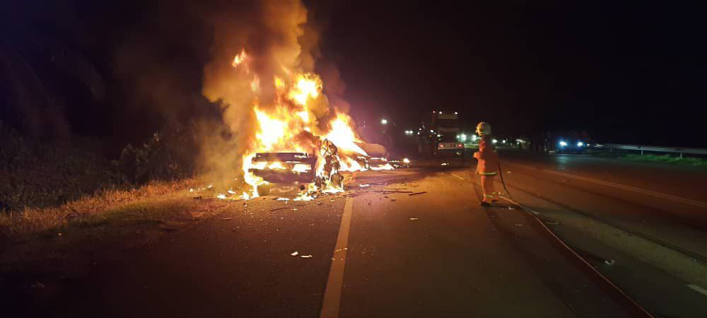 Three people were killed in a five-vehicle crash in Segamat yesterday after two cars caught fire. — Twitter screencap
