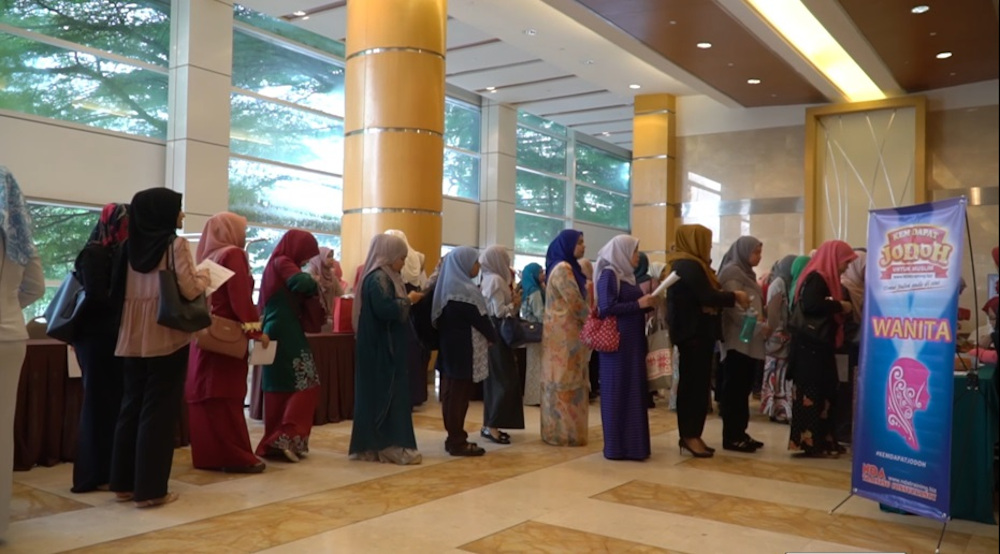 Participants registering for the Kem Dapat Jodoh 2018 in Putrajaya. — Picture courtesy of Nor Daayah Abdullah