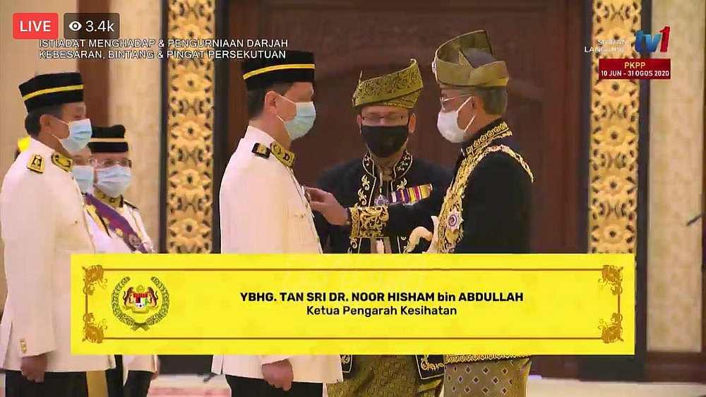 Health director-general Tan Sri Noor Hisham receives Darjah Panglima Setia Mahkota (PSM) from Yang di-Pertuan Agong Al-Sultan Abdullah Ri'ayatuddin Al-Mustafa Billah Shah. — Picture via Facebook/DGHisham