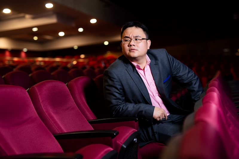 Malaysian roadblocks, mothers-in-law and business class show-offs are not spared in 'Dr Jason Leong: Hashtag Blessed'. — Picture courtesy of Netflix