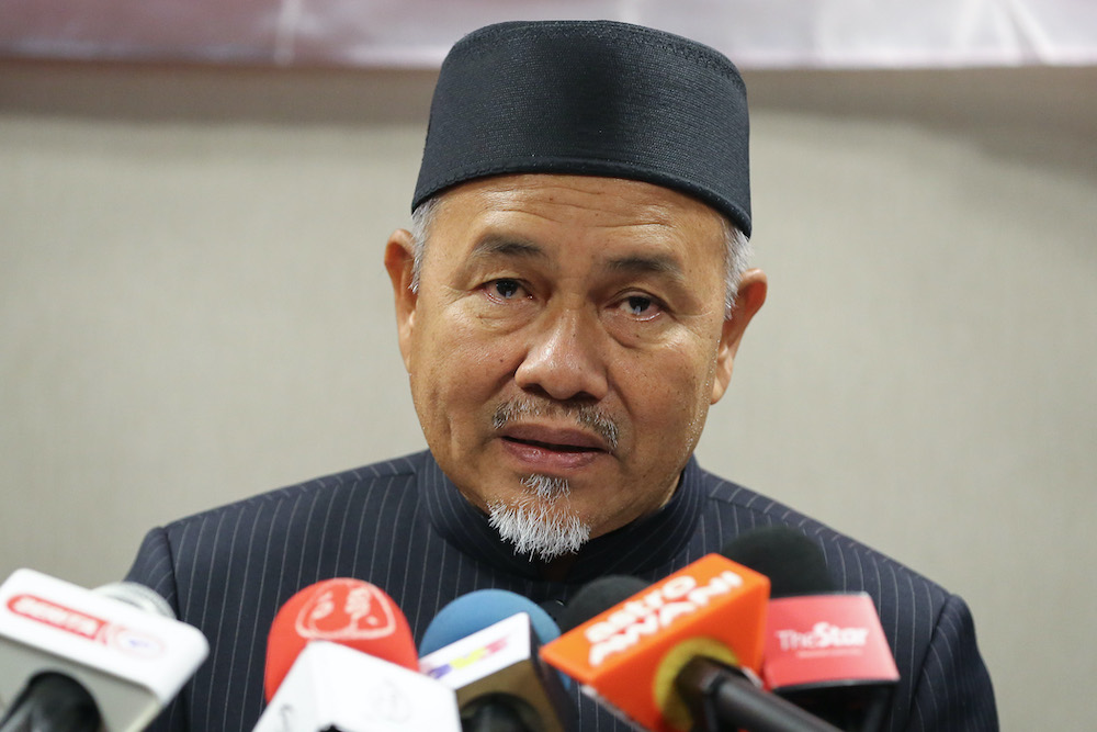 PAS deputy president Datuk Seri Tuan Ibrahim Tuan Man also challenged Datuk Seri Anwar Ibrahim to back his claim by naming the MPs supporting him. — Picture by Yusof Mat Isa