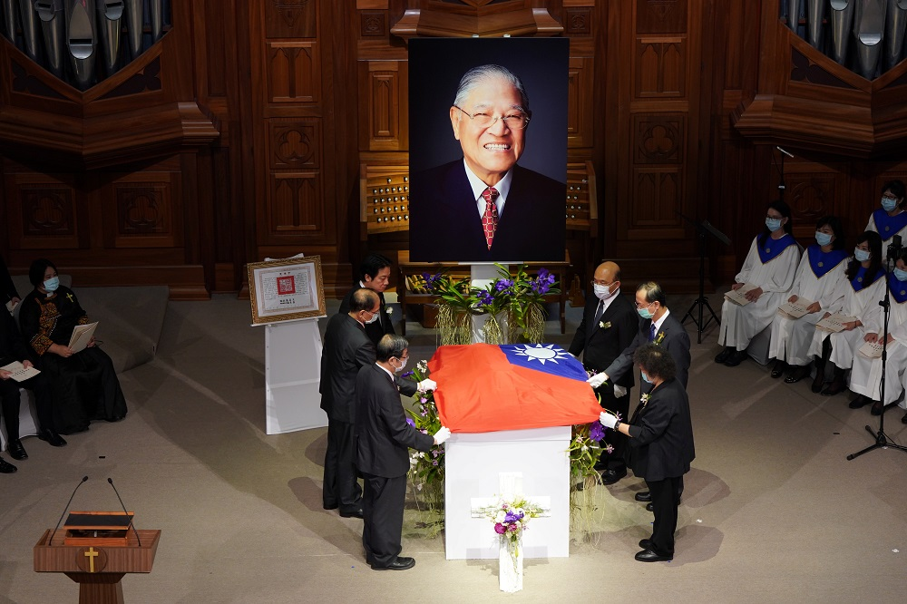 Taiwan Vice President William Lai and ministers hold a national flag at a memorial service for late Taiwan president Lee Teng-hui at a chapel of Aletheia University in New Taipei City September 19, 2020. — Picture by Central News Agency/Pool via Reuters