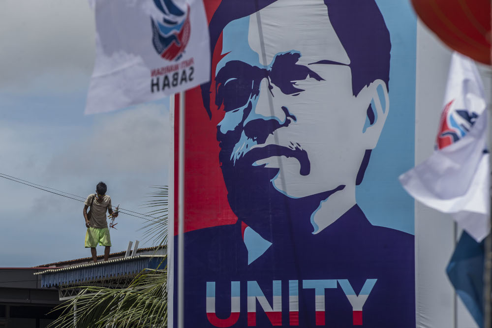 An election poster of Warisan president Datuk Seri Shafie Apdal is seen in Luyang, Sabah September 14, 2020. — Picture by Firdaus Latif