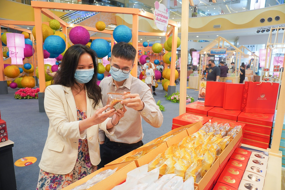 Stand a chance to win attractive prizes during the Mid-Autumn Festival at Sunway Velocity Mall. — Picture courtesy of Sunway Malls