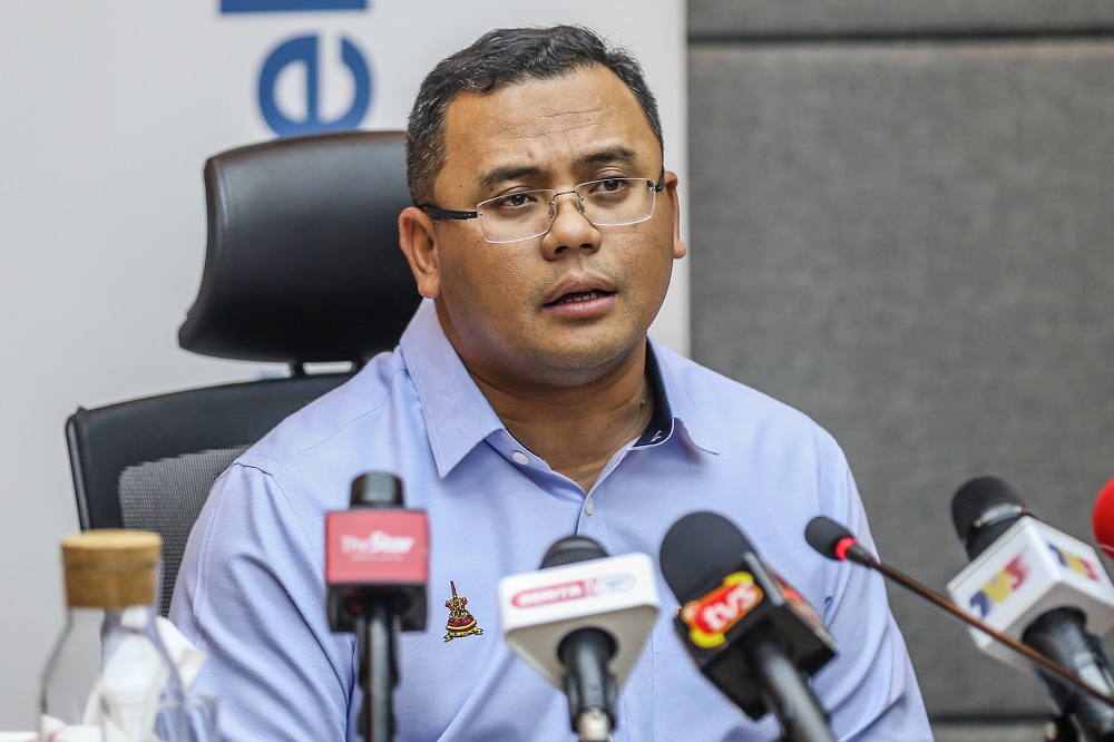 Selangor Mentri Besar Datuk Seri Amirudin Shari said the five diner rule applies for tables that can usually fit 10 people before Covid-19 SOPs were introduced.  ― Picture by Firdaus Latif