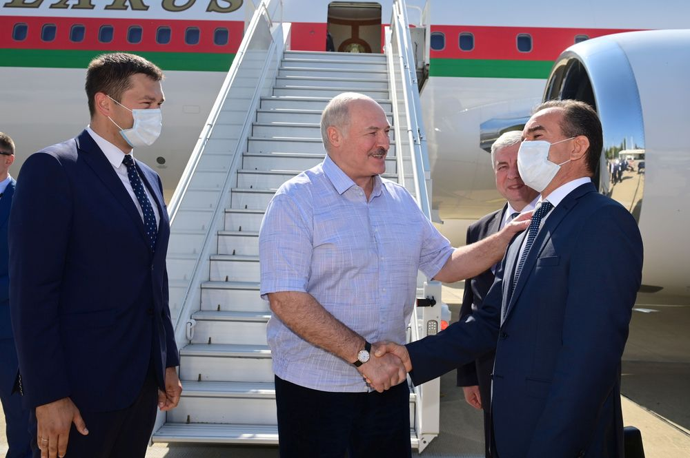 Belarusian President Alexander Lukashenko greets officials during a welcoming ceremony upon his arrival at an airport in Sochi, Russia September 14, 2020. — Andrei Stasevich/BelTA/Handout via Reuters