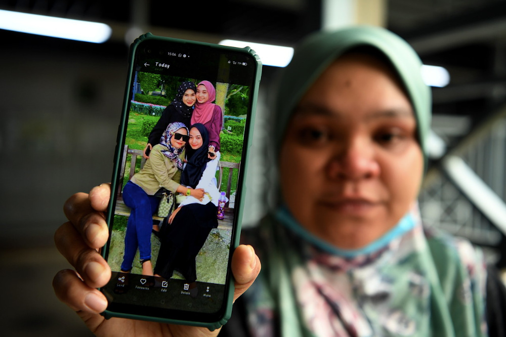 In the incident, the three who died and Nor Aqilah were found unconscious at the petrol station parking lot due to suspected carbon monoxide poisoning when they fell asleep in the car with the engine on and windows wound up. — Foto Bernama