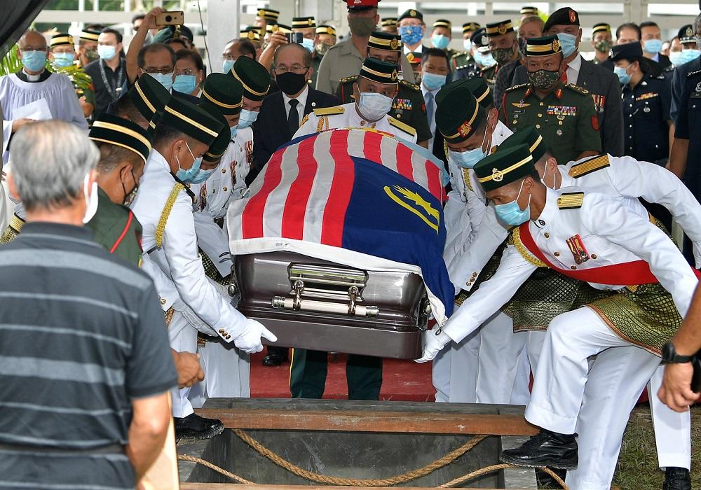 National hero Datuk Awang Raweng is accorded a state funeral at the Heroes Memorial cemetery in Kuching September 21, 2020. — Bernama pic