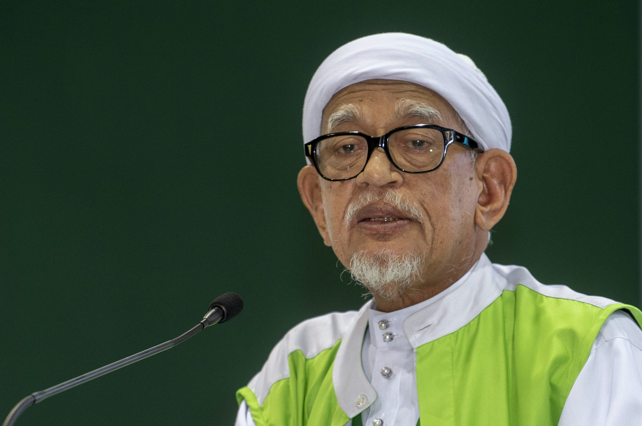 PAS President Datuk Seri Abdul Hadi Awang, in a statement via his official social media account, said Muhyiddin has full backing as prime minister from all 18 PAS MPs. — Bernama pic