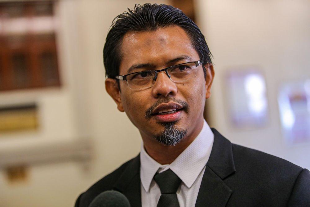 Rina Harun's lawyer Husain Mohd Razak speaks to reporters at the Kuala Lumpur High Court on September 9, 2020. — Picture by Hari Anggara