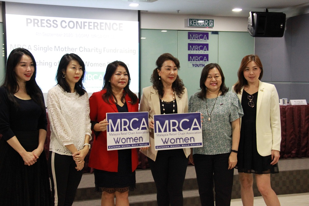(From left) MRCA women division committee, Steffanie Chua, Khatherine Lim, Lim, Tay, vice president Valerie Choo and council member, Christine Tan. — Picture by MRCA