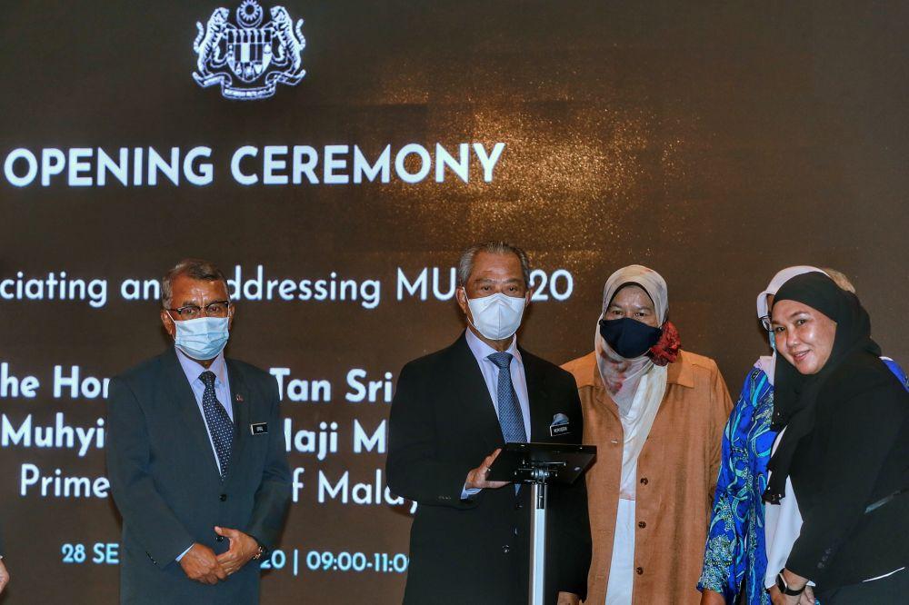 Prime Minister Tan Sri Muhyiddin Yassin (centre) officiates the opening ceremony of the Malaysia Urban Forum 2020 in Kuala Lumpur September 28, 2020. — Picture by Ahmad Zamzahuri