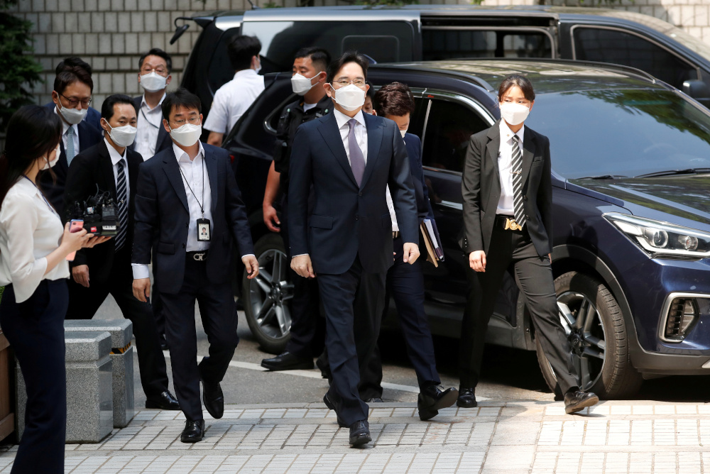 Samsung Group heir Jay Y. Lee arrives for a court hearing to review a detention warrant request against him at the Seoul Central District Court in Seoul, South Korea, June 8, 2020. — Reuters pic