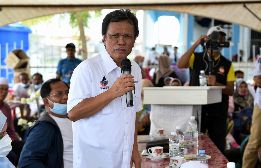 Parti Warisan Sabah president Datuk Seri Mohd Shafie Apdal campaigning in Kampung Balimbang Pulau Bum Bum in Semporna September 12, 2020. — Bernama pic