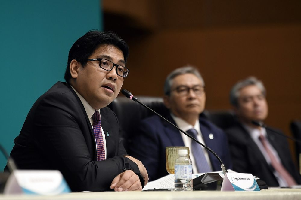 Petronas president and group CEO Tengku Muhammad Taufik Tengku Aziz speaks during a press conference after announcing the group's performance for the first half of year 2020 at the Kuala Lumpur Convention Centre September 4, 2020. ― Bernama pic