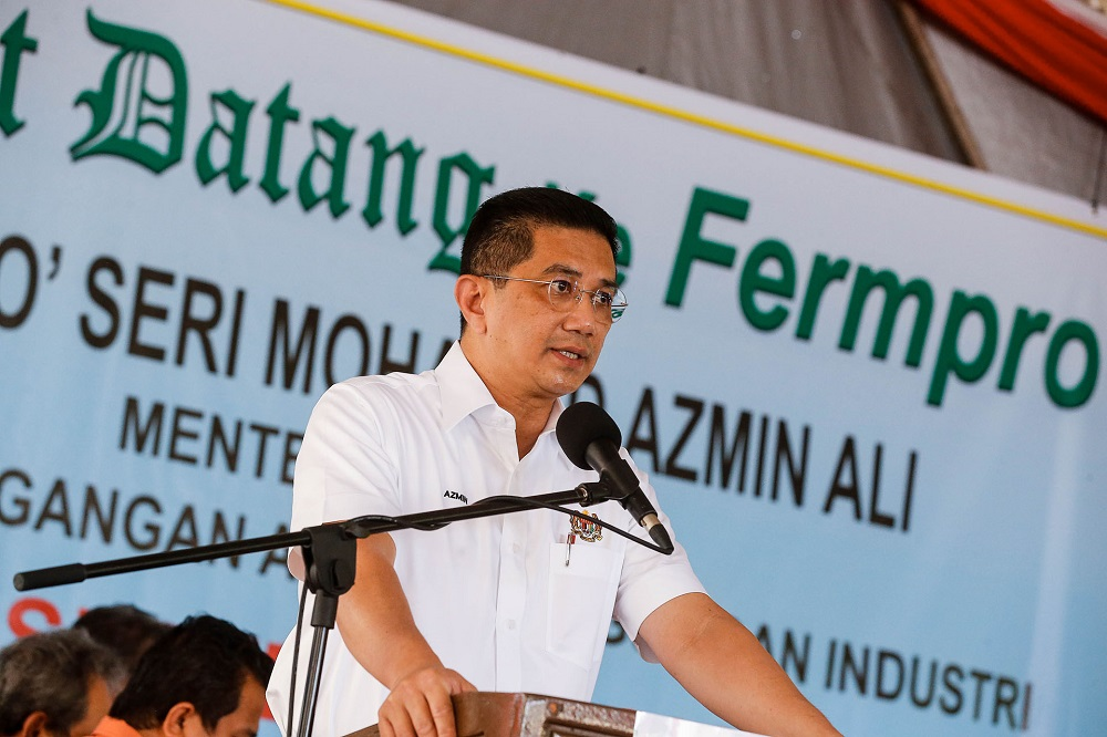 Datuk Seri Mohamed Azmin Ali said Malaysians have a responsibility to defend the country's sovereignty and territorial integrity. — Picture by Sayuti Zainudin
