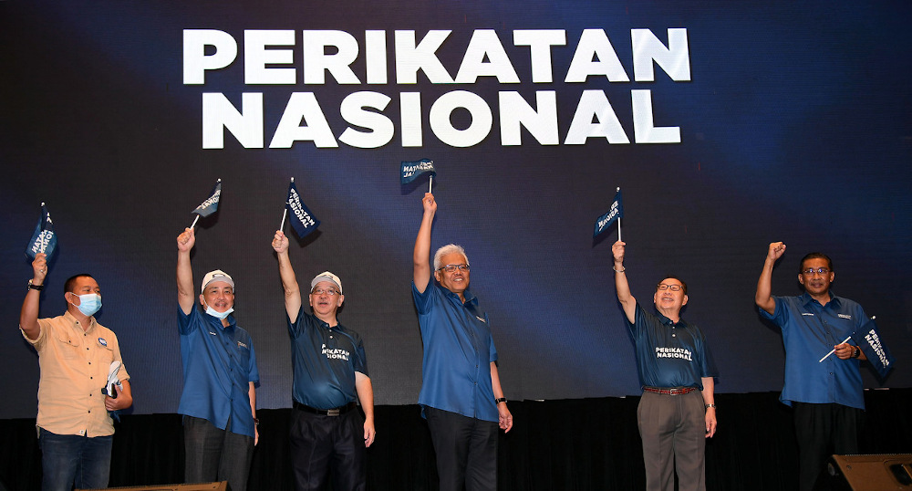 Kitingan (second from right) disassociated his party from Inanam independent Kenny Chua, who had openly declared he was being helped by STAR and had PN's 'blessings' to run in the state election. — Bernama pic