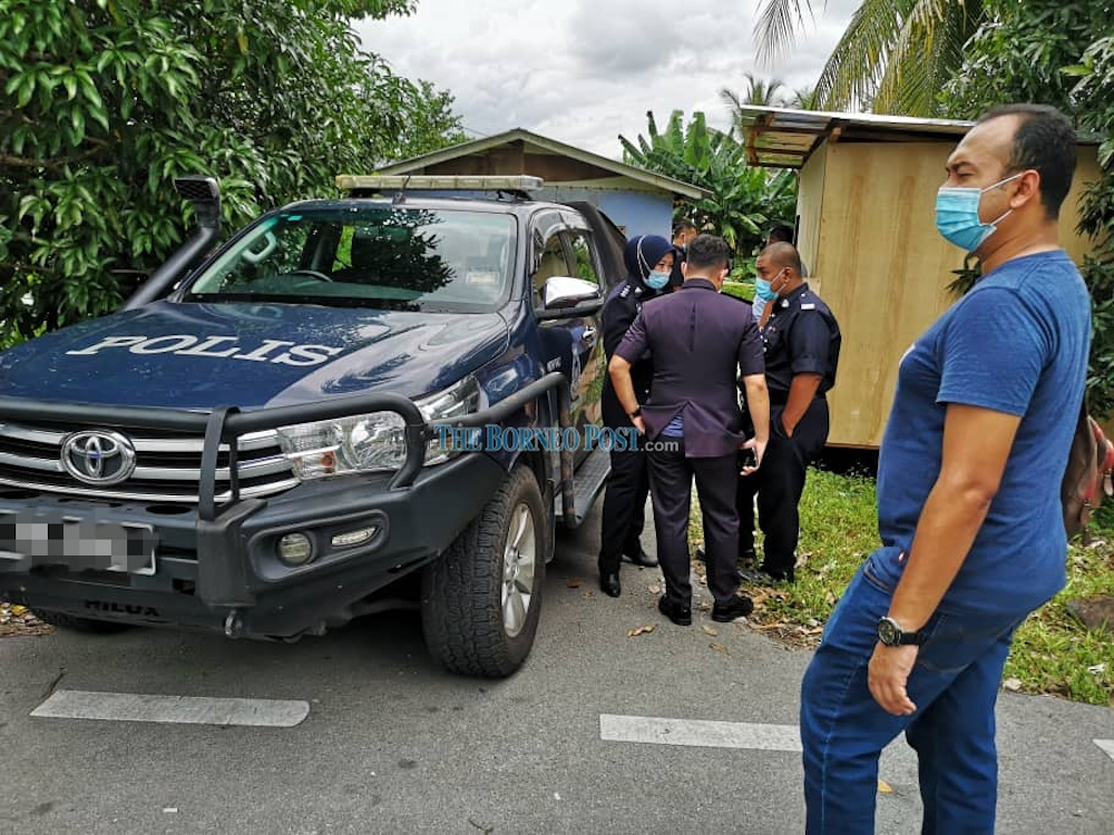 Police investigating the suspected murder case in Samariang September 21, 2020. — Borneo Post pic
