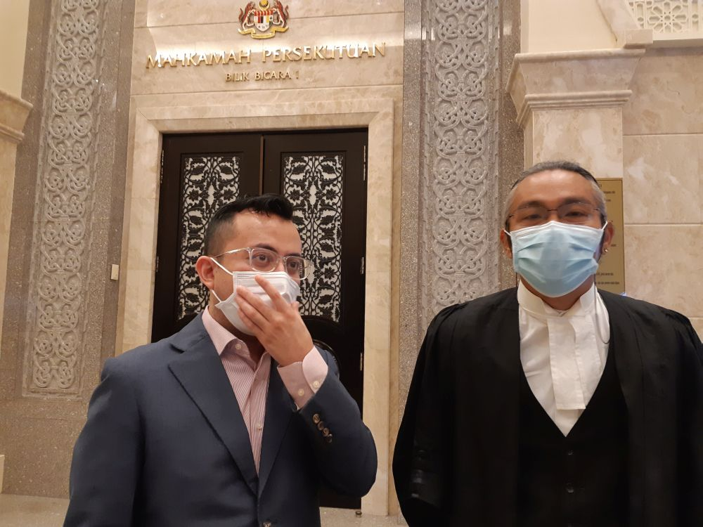 Ezra Zaid (left) and his lawyer Fahri Azzat are pictured at the Federal Court in Putrajaya September 29, 2020. — Picture by Ida LIM