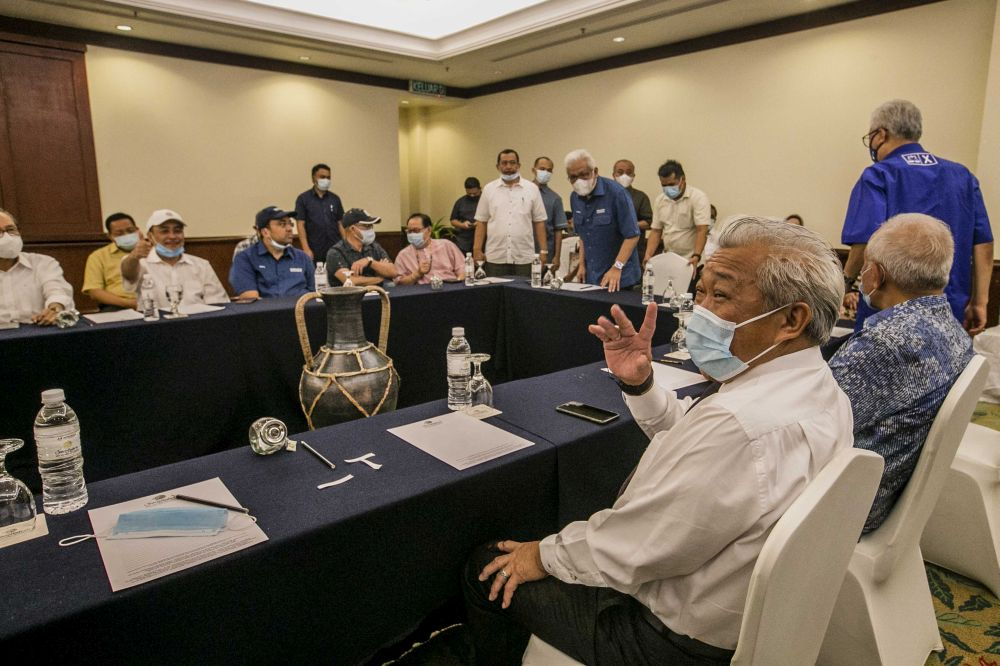 Sabah Umno chief Datuk Seri Bung Moktar Radin waves at reporters during a meeting with Gabungan Rakyat Sabah leaders at the Magellan Sutera Resort in Kota Kinabalu September 27, 2020. — Picture by Firdaus Latif