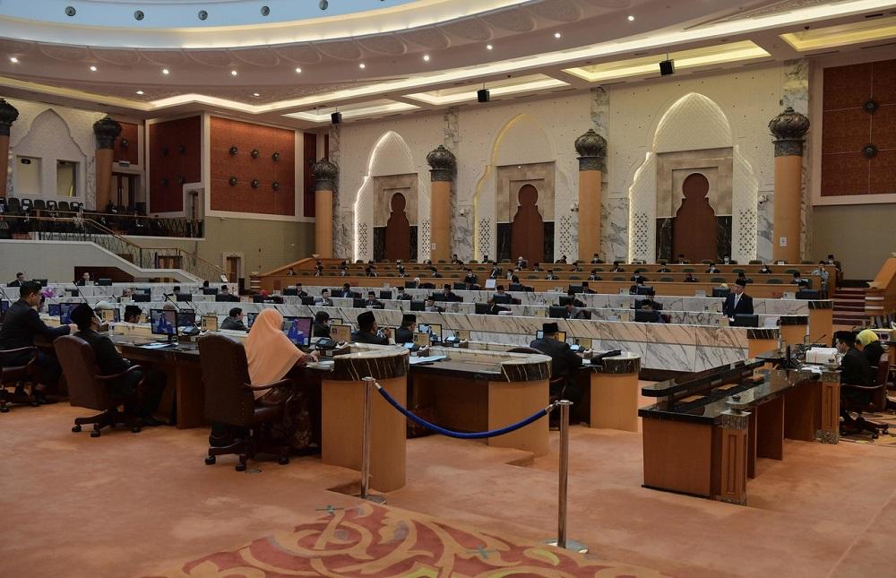 Johor Mentri Besar Datuk Hasni Mohammad speaks during the state assembly in Iskandar Puteri Septmber 10, 2020. ― Bernama pic