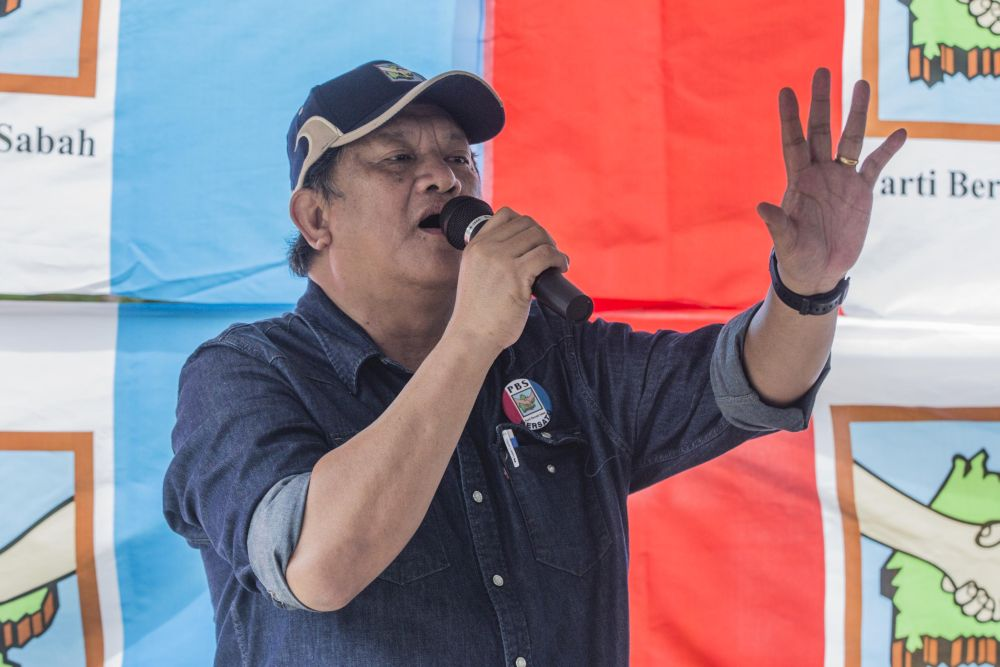 Datuk Joniston Bangkuai, Parti Bersatu Sabah's candidate for Kiulu, speaks while campaigning in Kiulu September 18, 2020. — Picture by Firdaus Latif