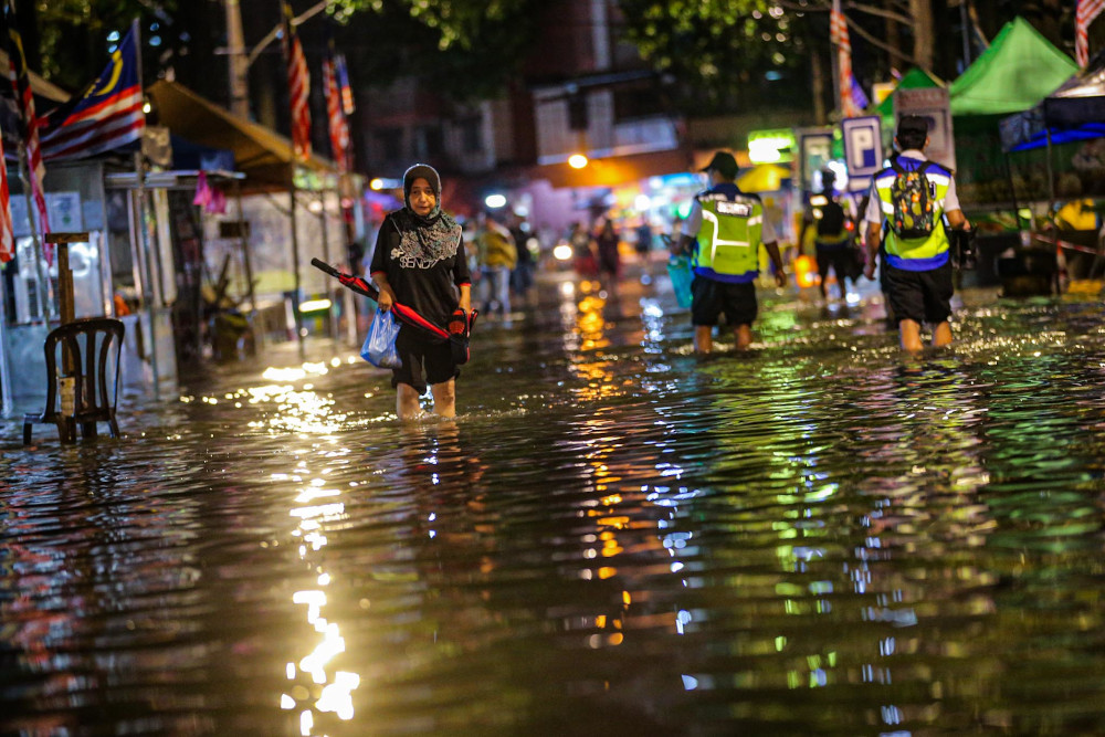 Kampung Baru hit by floods during the downpour September 10, 2020. The five worst-hit areas were Lebuh Ampang, Jalan Raja Alang (Kampung Baru), Lorong Air Leleh (Setapak), Jalan Gurney and Jalan San Ah Wing (Semarak). — Picture by Hari Anggara