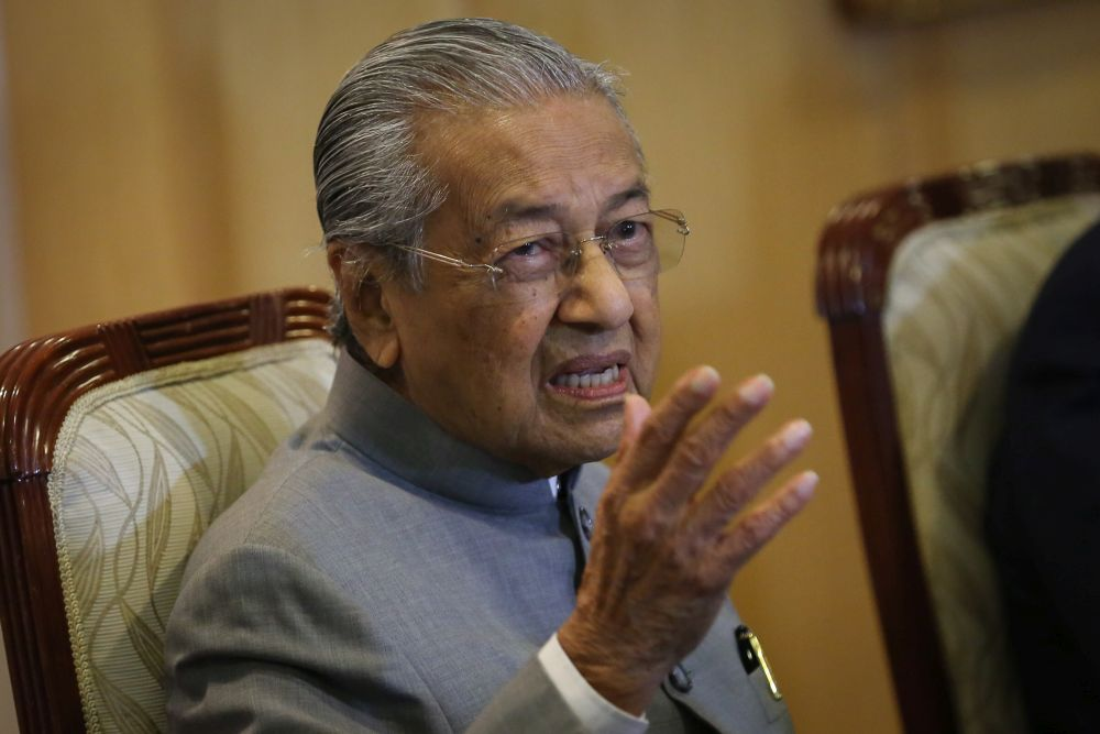 'The Edge Singapore' reported Dr Mahathir as saying this is not the first instance the Port Dickson MP has claimed to have majority parliamentary support and would make an important announcement, adding that something similar occurred in September 2008. ― Picture by Yusof Mat Isa