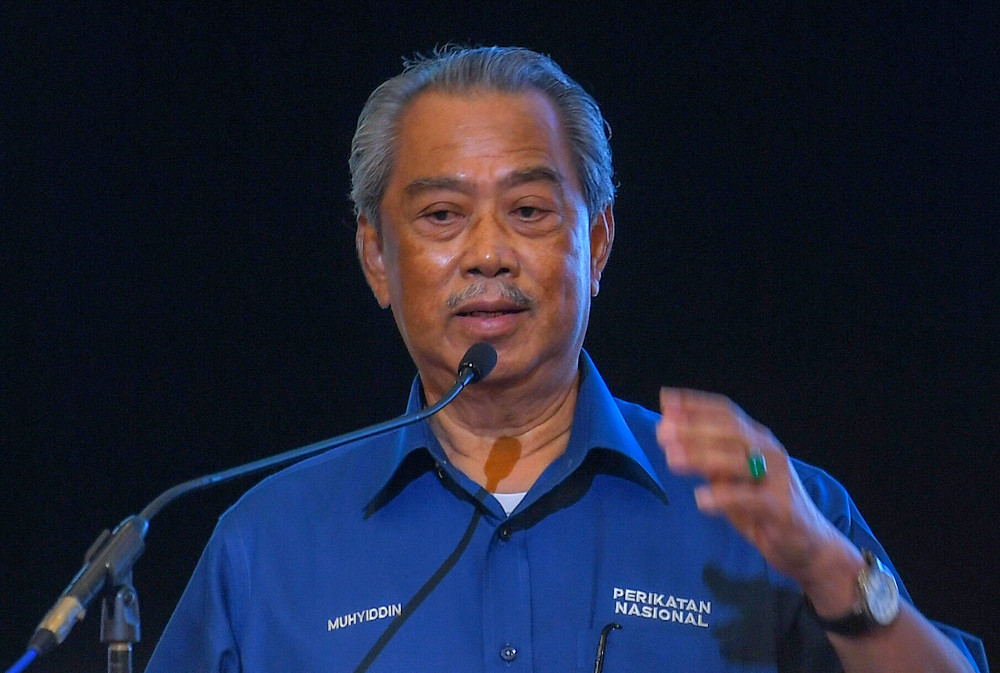 Muhyiddin allegedly handed over mock cheques amounting to more than RM60 million to representatives of fishermen and farmers at an event in Beaufort yesterday. — Bernama pic