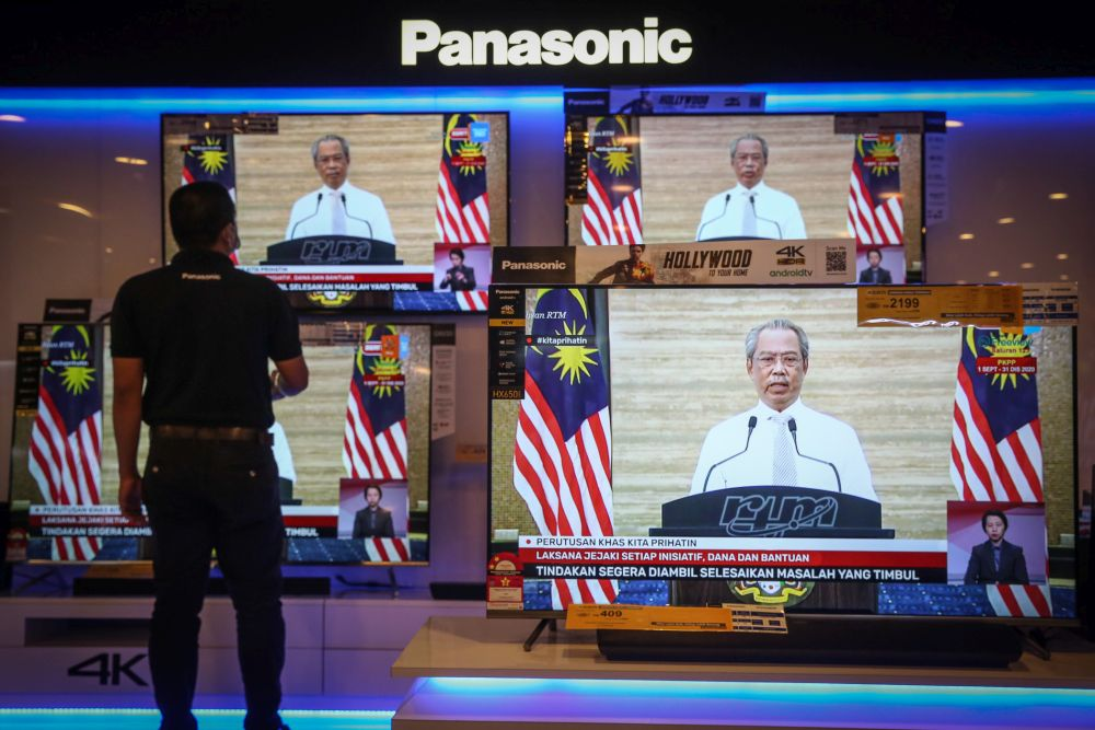 A man watches a live telecast of Prime Minister Tan Sri Muhyiddin Yassin's speech in Kuala Lumpur September 23, 2020. ― Picture by Yusof Mat Isa