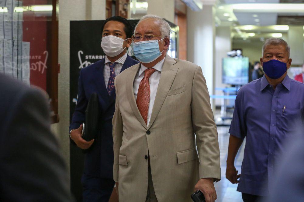 Datuk Seri Najib Razak arrives at the Kuala Lumpur High Court Complex September 15, 2020. — by Yusof Mat Isa