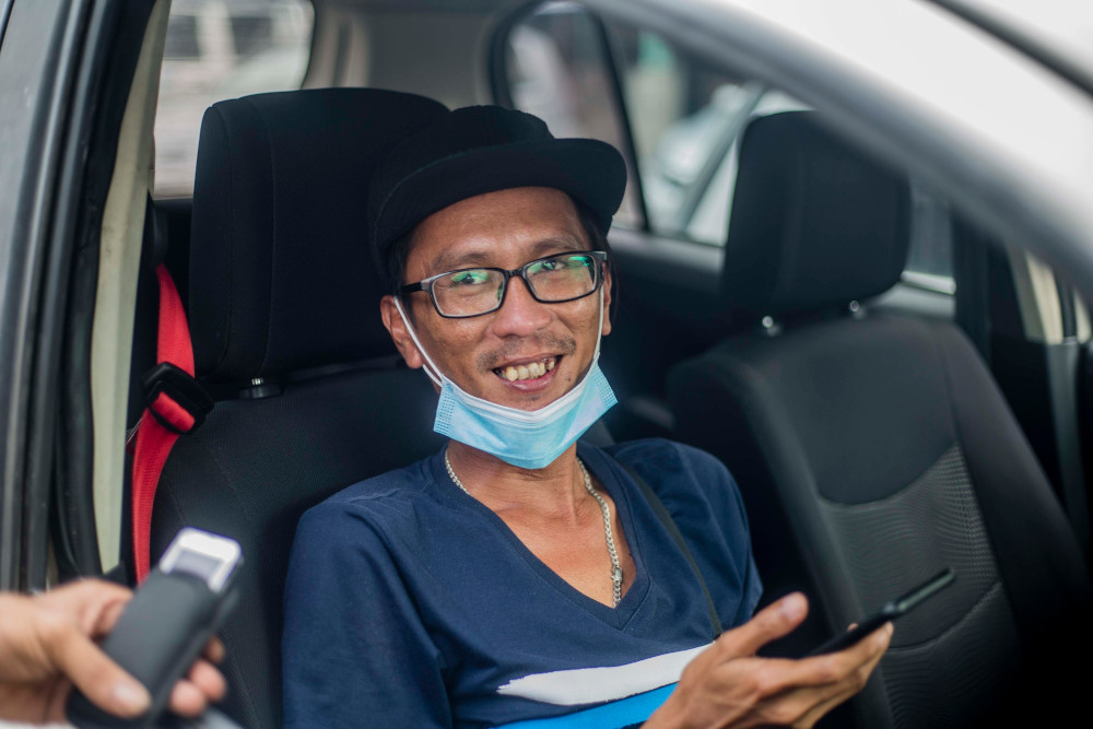 Bus driver Jobistine J. Jumbin, 32, said most of his friends still support Kenny Chua to be their assemblyman. — Picture by Firdaus Latif